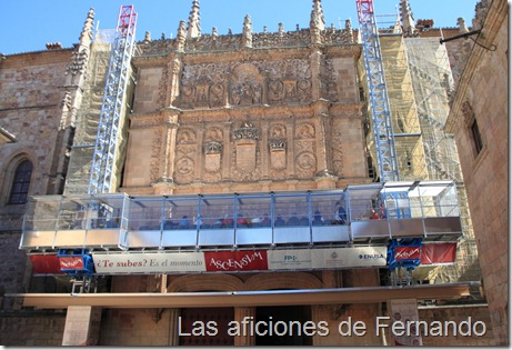 El lamentable ascensor de la fachada de la universidad de Salamanca